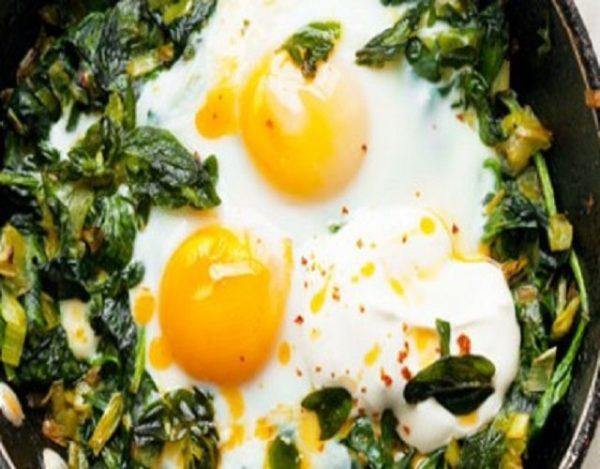 Espinacas y huevos al horno
