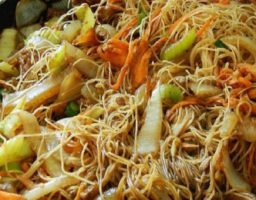 Fideos de arroz fritos