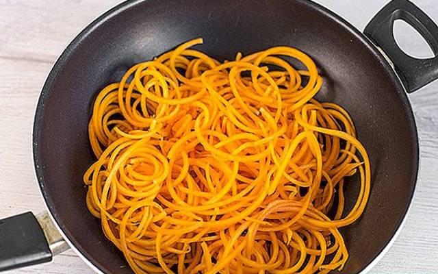 Espaguetis de calabaza con pesto