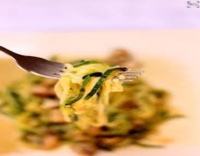 Espaguetis de calabacín con champiñones