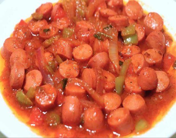 Salchichas en salsa de tomate