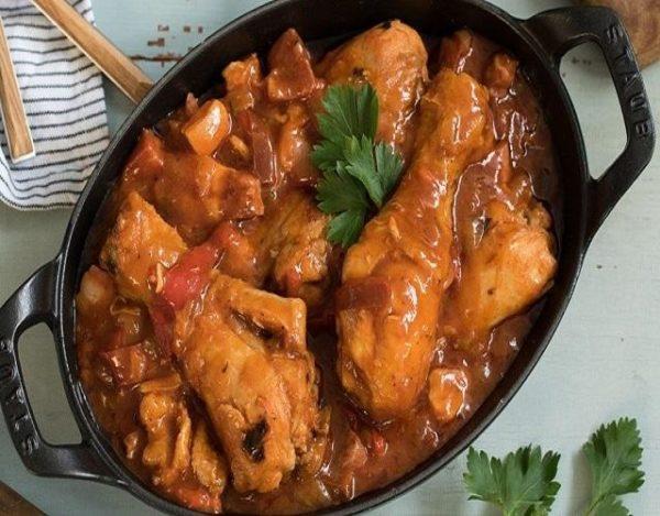 Pollo en salsa de pimientos asados