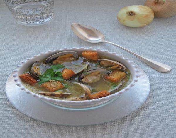 Receta de Sopa de cebolla y almejas