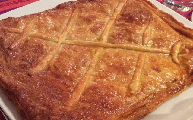 Empanada de bonito en escabeche