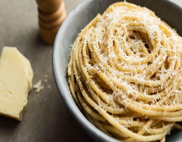 Espaguetis Cacio e Pepe