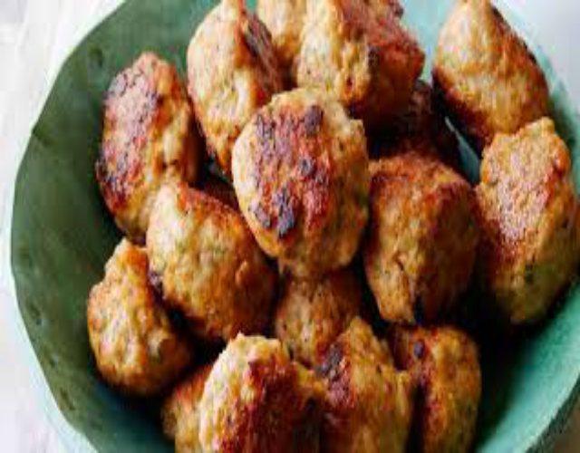 Receta de Albóndigas de pollo con salsa queso