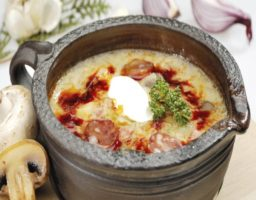 sopa de ajo con chorizo