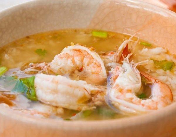 Sopa de arroz con gambas
