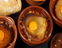 Sopa castellana con huevo
