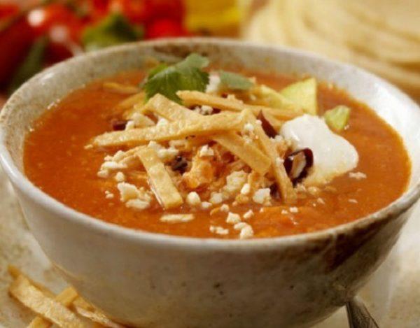 Auténtica sopa de tortilla mexicana