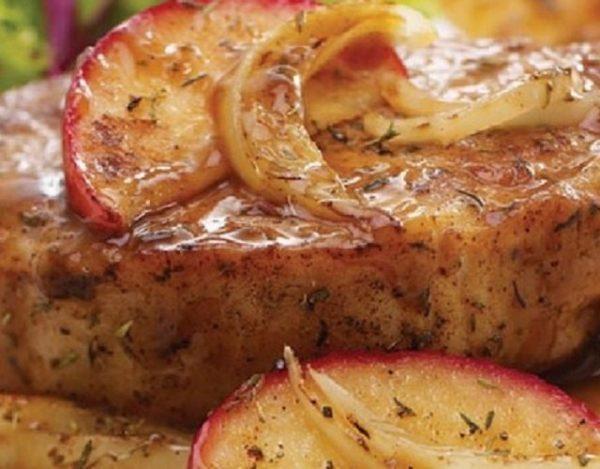 Chuletas de cerdo con manzana
