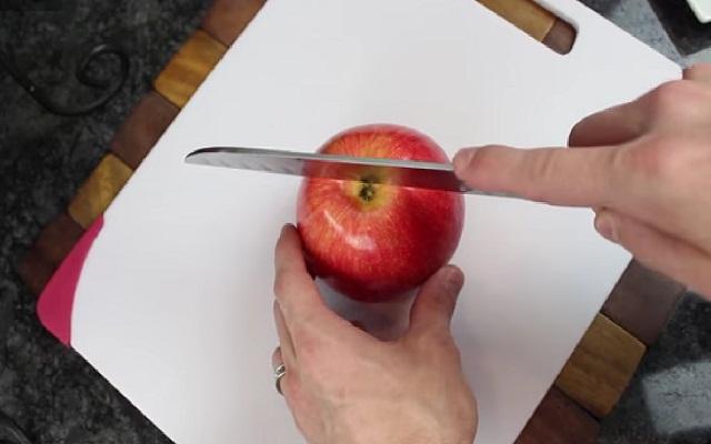 Ensalada de manzana, piña y nueces