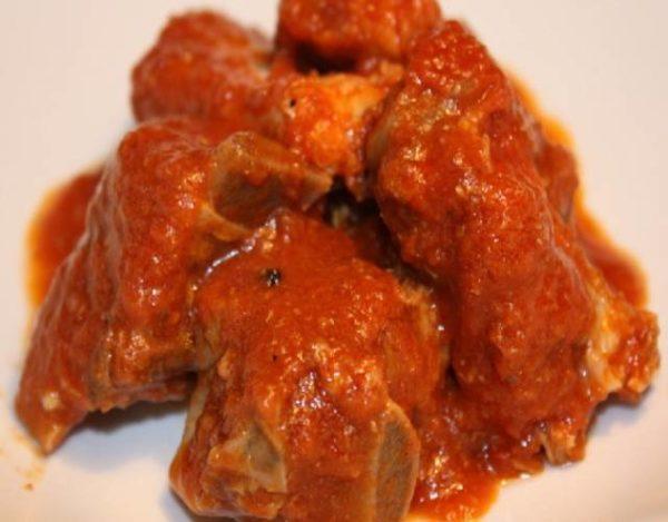 Costillas  de cordero en salsa de tomate