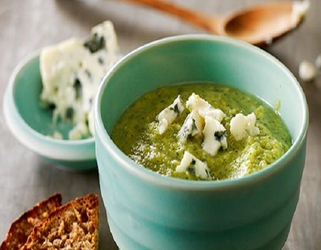 Crema de brócoli y queso azul