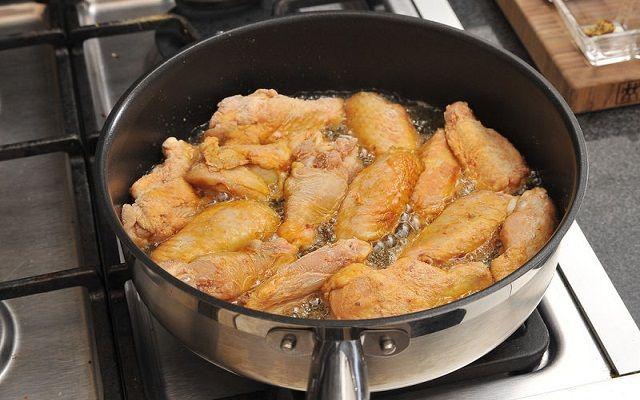 Alitas de pollo en salsa