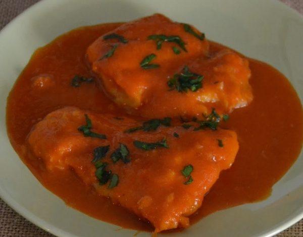 Merluza con salsa de pimientos