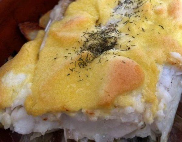 Merluza gratinada con alioli