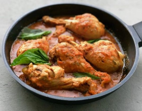 Receta de Muslitos de pollo con tomate