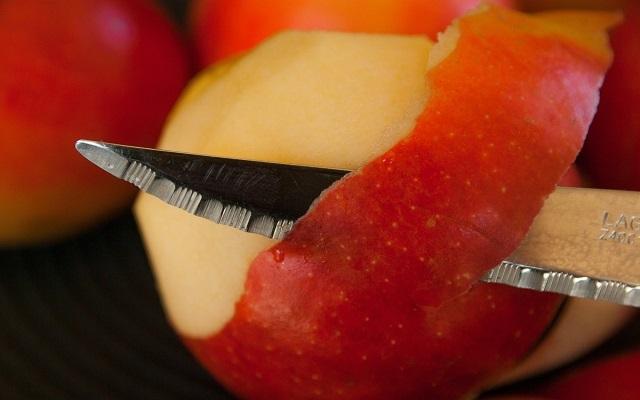 Bizcocho de manzana y avellanas sin azúcar