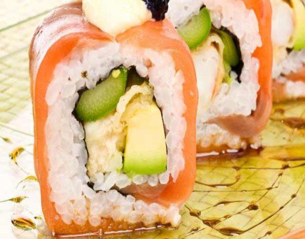 Sushi con salmón ahumado