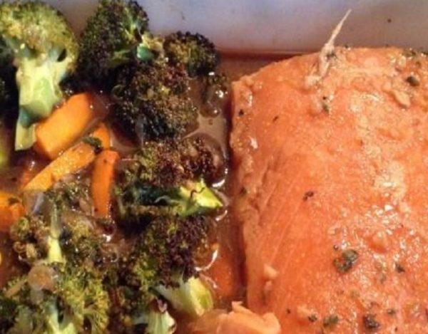 Salmón con brócoli y zanahoria