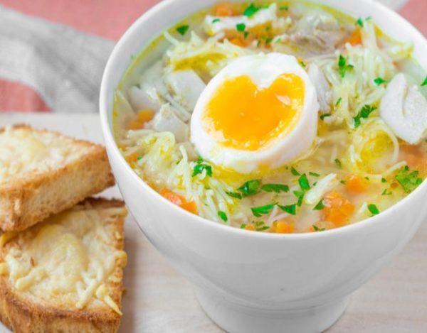 Receta de Sopa de fideos con huevos