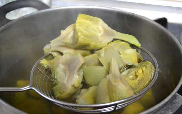 ensalada de alcachofas y lechuga