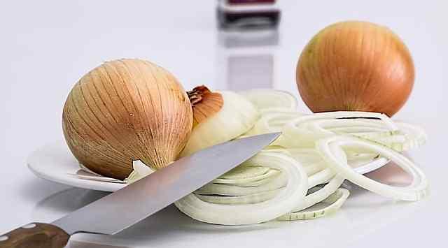 Aguacates rellenos con ensalada