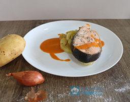 Salmón al horno con salsa romesco