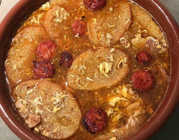 Sopa castellana con jamón y chorizo