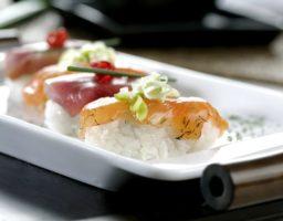 Sushi de salmón y atún