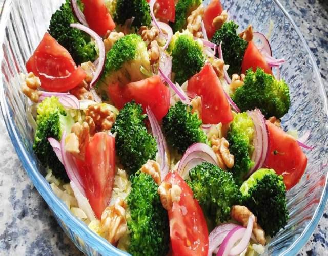 Receta de Ensalada de brócoli y cebolla morada