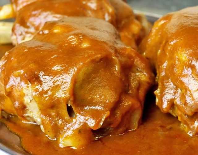 Codillo de cerdo con salsa