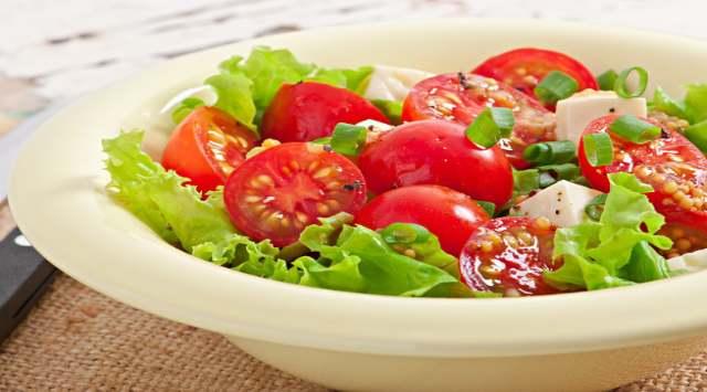 Ensalada de Lechuga y Tomate con Aderezo Chino