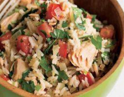 Ensalada de arroz integral con atún