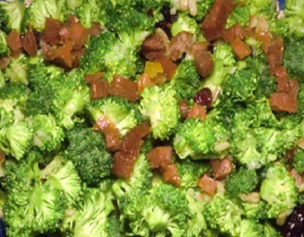 Ensalada de brócoli con frutos secos