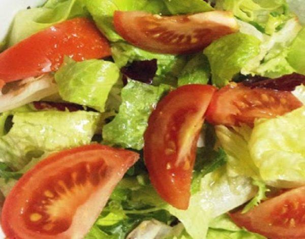 Ensalada de lechuga y tomate al orégano