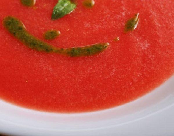 Sopa de tomate y sandía