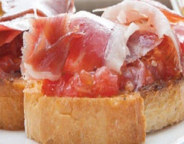 Tostada de jamón serrano y tomate