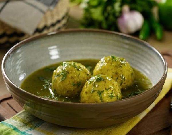 Albóndigas de pollo en salsa verde