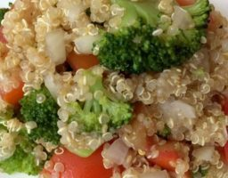 Ensalada de brócoli con quinoa y lima