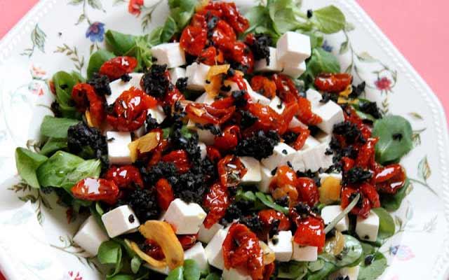 Ensalada de tomate y queso feta
