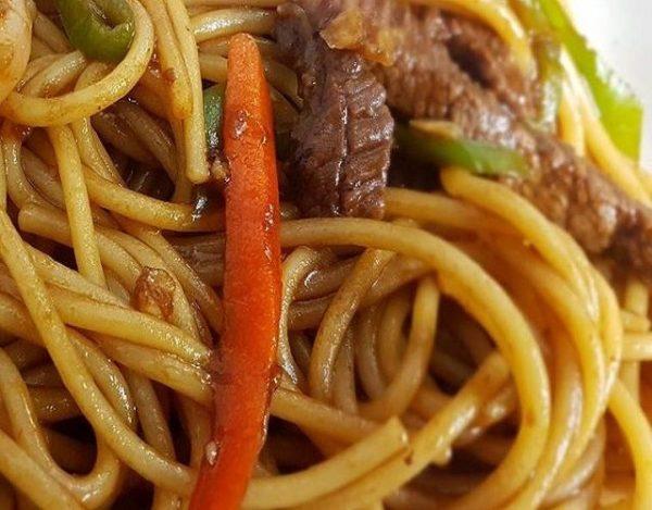 Noodles con ternera
