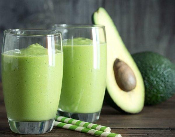 Smoothie verde de aguacate