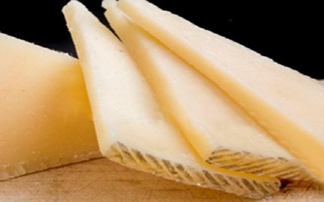 Ensalada de col con queso