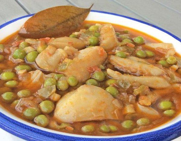 Sepia estofada con patatas y guisantes