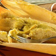 Tamales en salsa verde